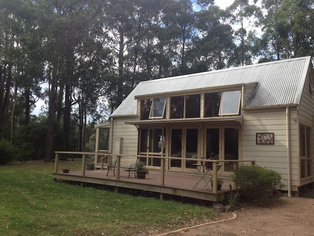 Glimpses of Gippsland - private country cottage - Fumina South - Hytte