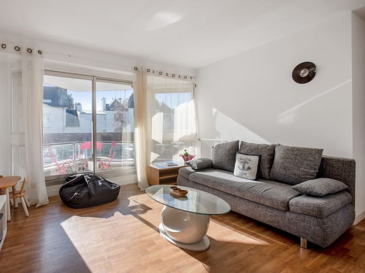 Sunny flat with balcony and parking very close to Vannes Old City - Welkeys