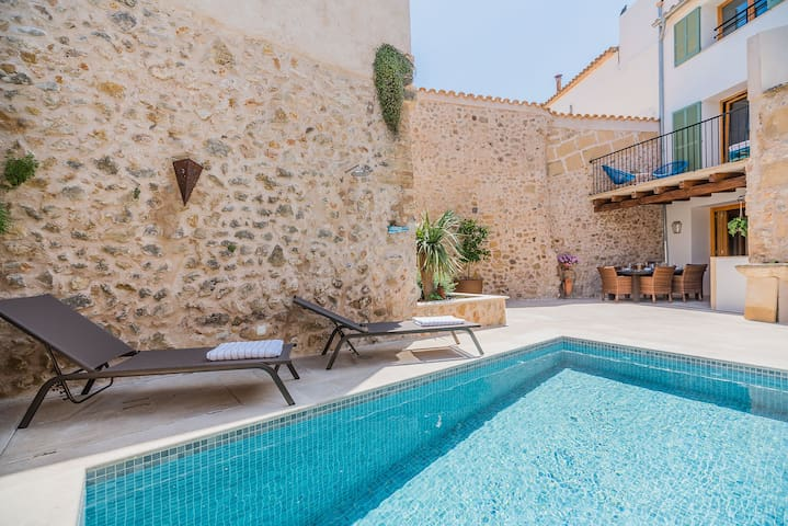 Townhouse with shared pool in Pollensa