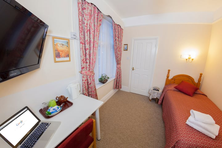 Gatwick Turret Bed and Breakfast Single En Suite