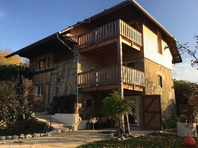 L'Antre Lacs, maison d'hôtes (2 chambres, 1 gîte) - Albens - Casa de huéspedes