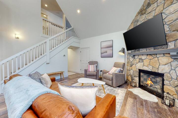 Stylish Retreat Near Town & Slopes W/ Stone Fireplace, Game Room & Fast WiFi!