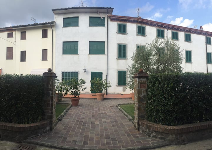 Entire house for rent, 10 minutes from Lucca