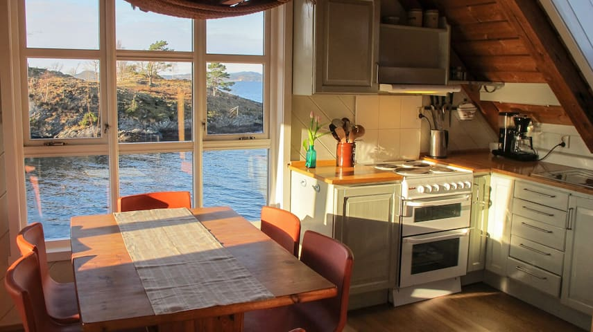 Unique seafront flat. Boat, bikes & kayak included - Fusa - Apartamento