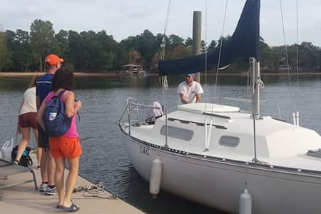 Cozy Sailboat - Enjoy the beauty of lake Norman! - 穆爾斯維爾(Mooresville)