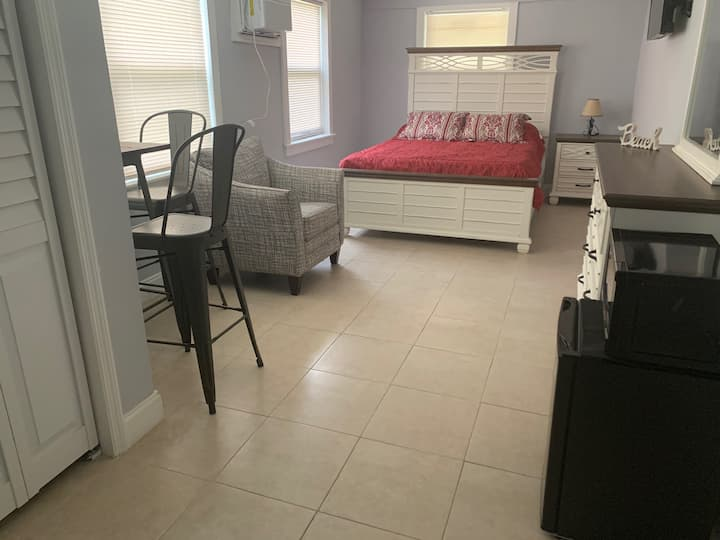 Spacious room with private entrance and bathroom!