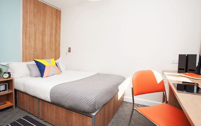 Ensuite Student Only Rooms Exeter-Ensuite Premium