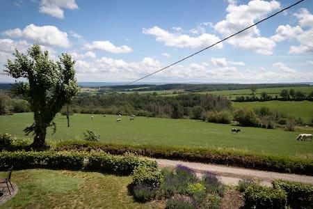 Gîte rural avec tennis privé : Le Planceneux