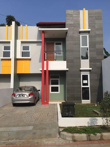 A minimalist 2 bedrooms in Lembang - Bandung Barat - ทาวน์เฮาส์