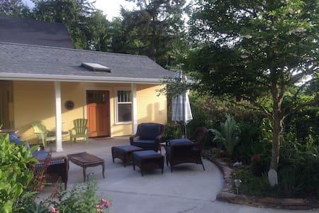 Olympia  NE  Neighborhood Cottage! - Σπίτι