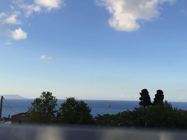 Una terrazza sulle Isole Eolie e il golfo di Patti - Patti - House