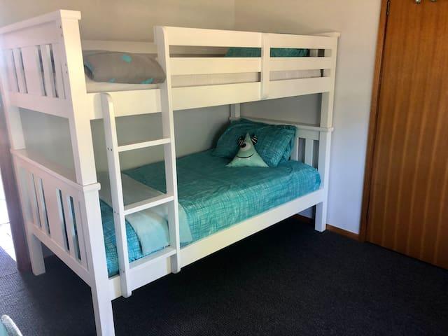 King single bunk room