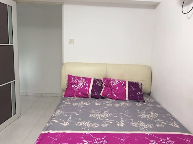 Cosy Room available near CCK MRT - Singapore - Appartement