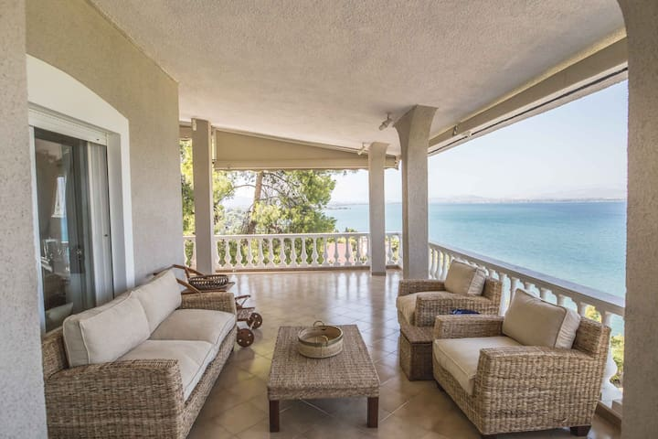 Dreamy sea view villa just 50min away from Athens - Plaka Dilesi - บ้าน