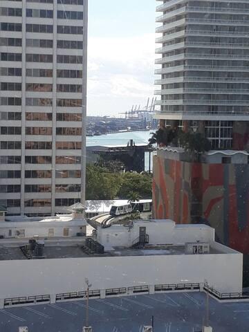 Vista al puerto y bayfront park casa del Ultra