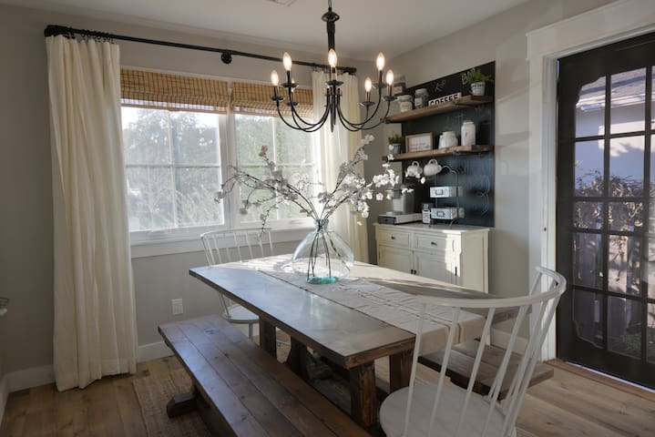 Dining Table/Coffee Bar