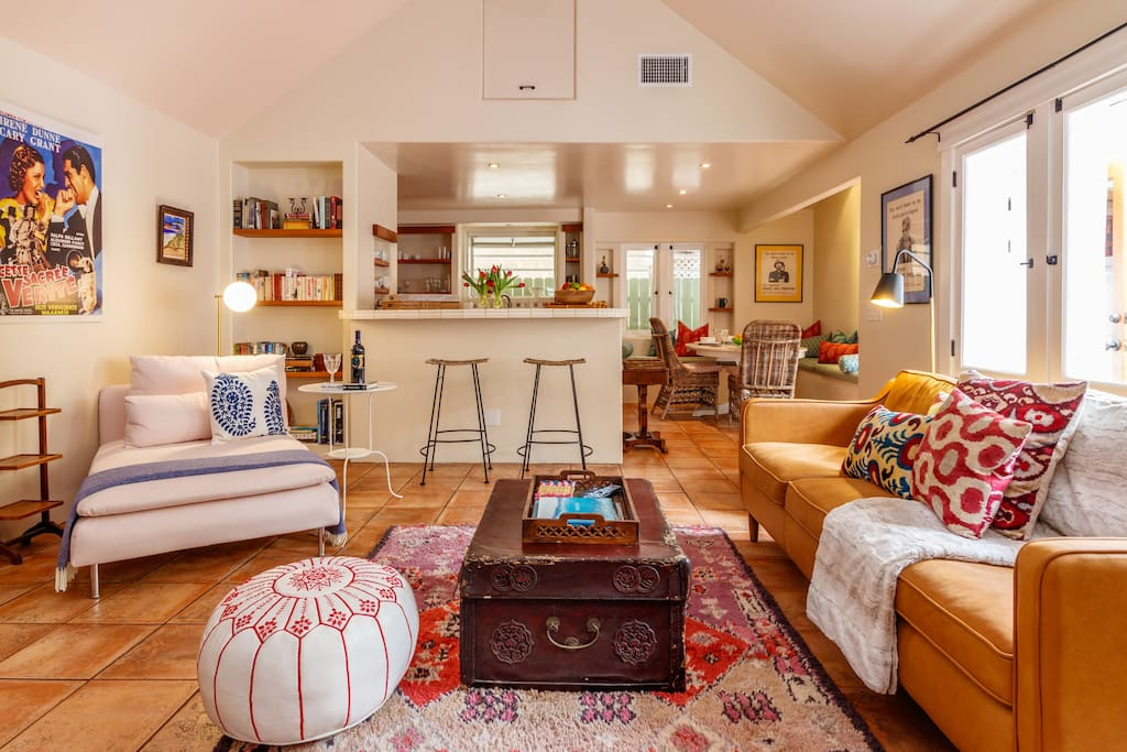 Large living room with vaulted ceilings