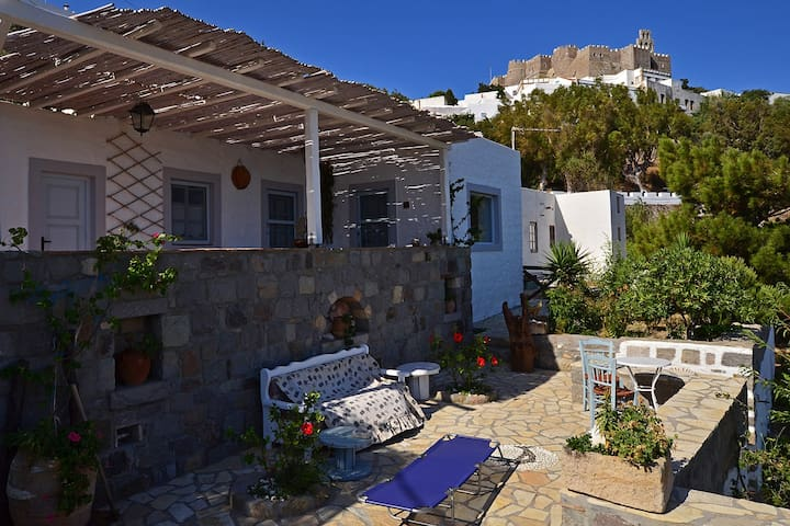 PATMOS CHORA TRADITIONAL VILLA