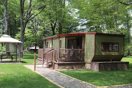 Little Tin Cottage-Year Round-Couples-Singles-Dogs