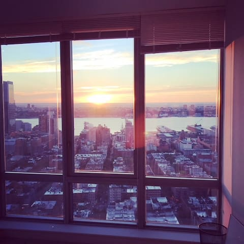 *Times Square Luxury Apartment Private Room*