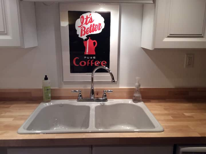 Newly renovated, private apartment near Emory!