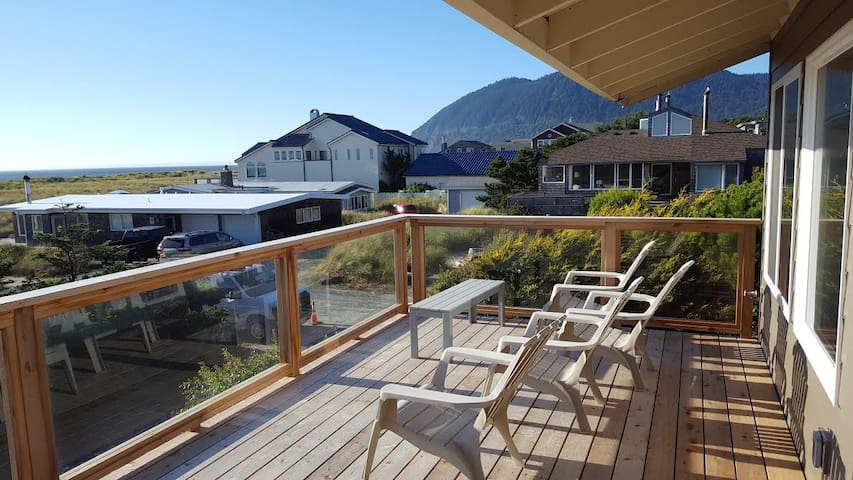 Pelican Point: a spacious ocean-view getaway - Manzanita - Casa