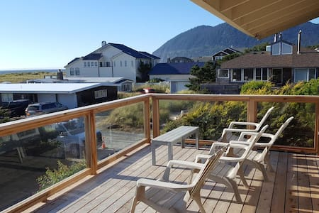 Pelican Point: a spacious ocean-view getaway - Manzanita