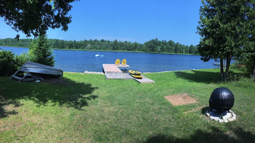 Lakefield Cottage on Lower Buckhorn Lake - Harcourt - Cabaña