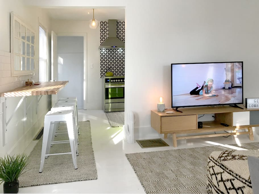 Living / dining area. Rook TV access & SLING TV (25 channels)