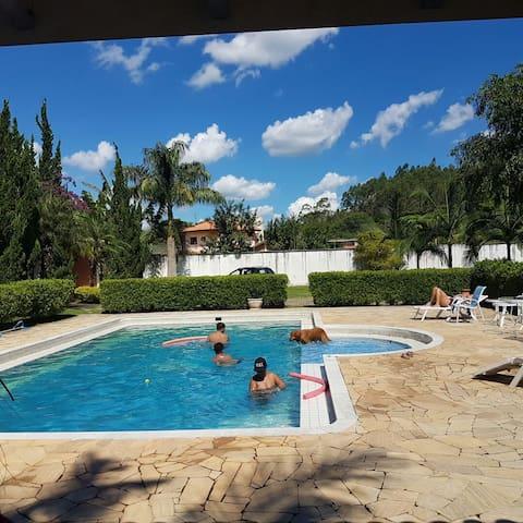 Charmosa casa de campo com Rio - Santa Branca - Cabana