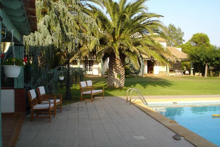 Belle villa avec piscine et vue sur la montagne
