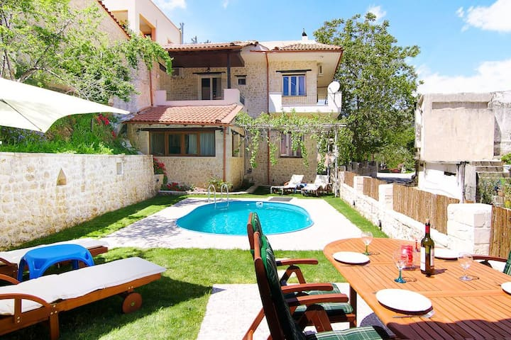 Spacious villa in a beautiful quiet village - Goulediana - Vila
