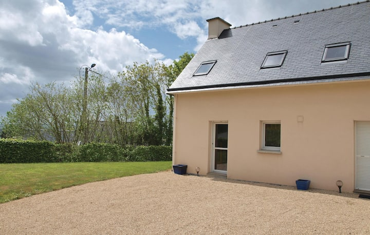 Nice home in Plestin les Greves with WiFi and 2 Bedrooms