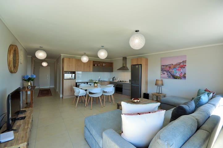 Waters Edge 709 - Three Bedroom Apartment
