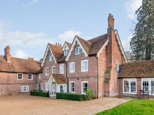 Lawn House (UK30210)