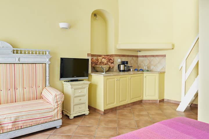 GUESTHOUSE LILA Blue&yellow studios2-4persons