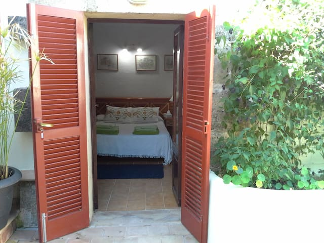 Double Bedroom with ensuit bathroom & pool - Cala Mesquida - Haus