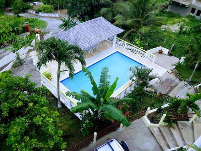 Modish Penthouse, Ocean View Condo near Ocho Rios!