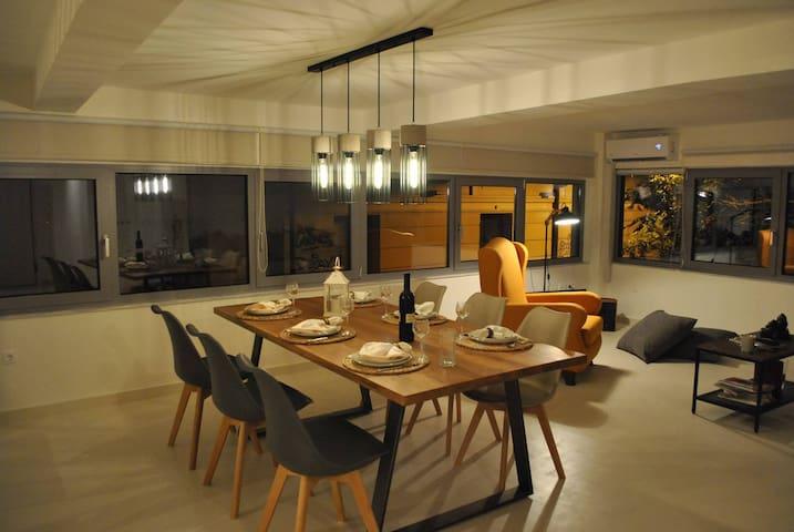 Modern ,sunny studio, 150m from Monastiraki square