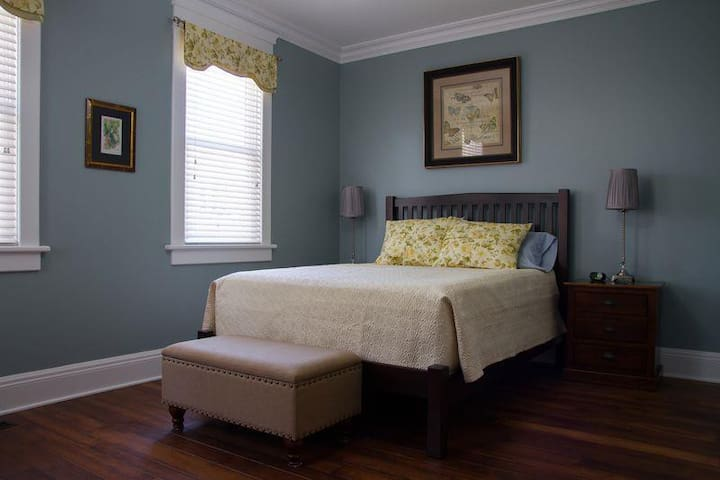 Wishmaker House Bed and Breakfast-Alta's Room