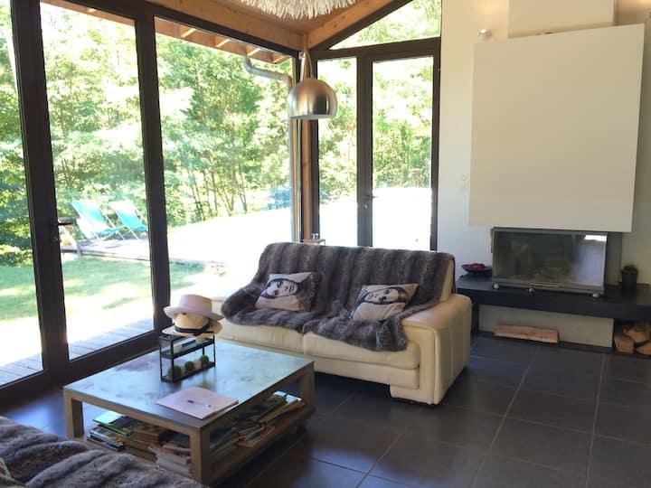 Maison moderne structure bois en pleine nature