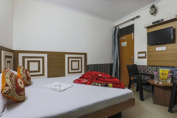 Affordable room in Paharganj near NDLS Railway