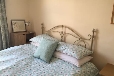 Double bedroom in city centre house - Cambridge