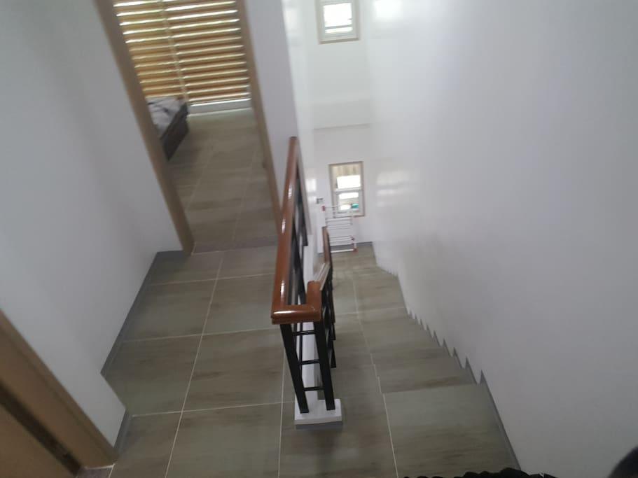 2층 계단 2ND FLOOR STAIRS