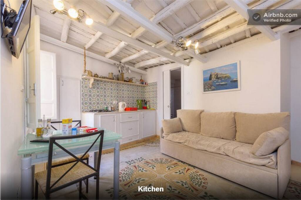 Questo e' il soggiorno con angolo cucina