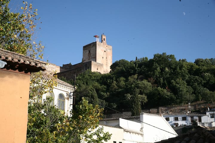 Best of Albayzin with terrace view of the Alhambra - Granada - Huis