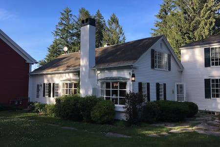 Historic, pastoral home in charming Yarmouth, ME!