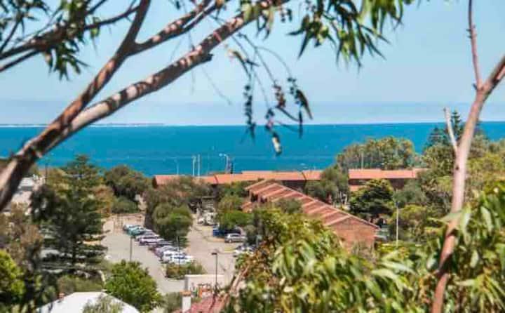 Indian Ocean Views & pool btw COTTESLOE- FREMANTLE