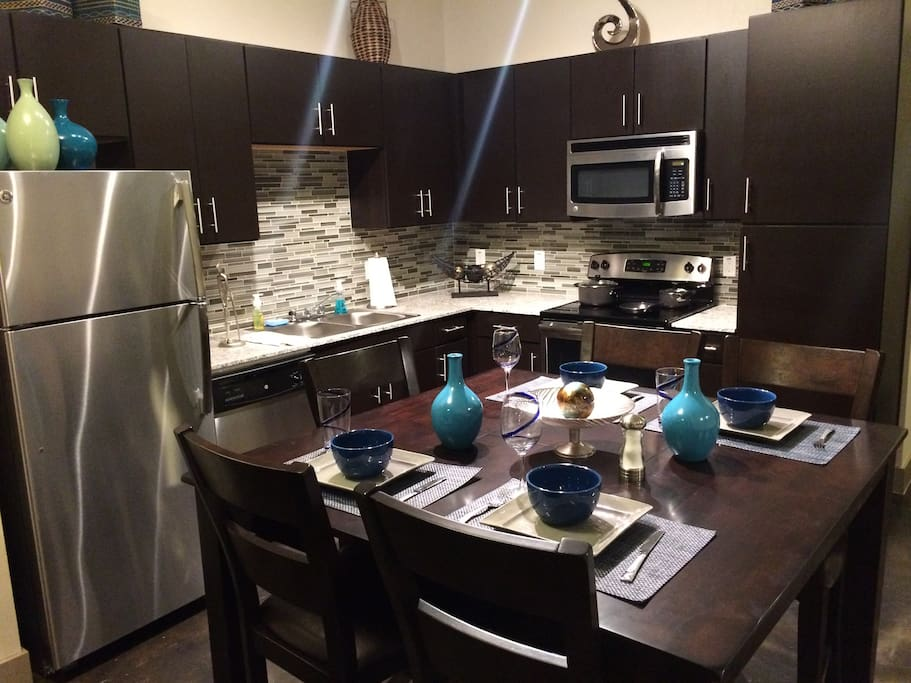 Full Kitchen with Stainless Appliances & Granite Countertops