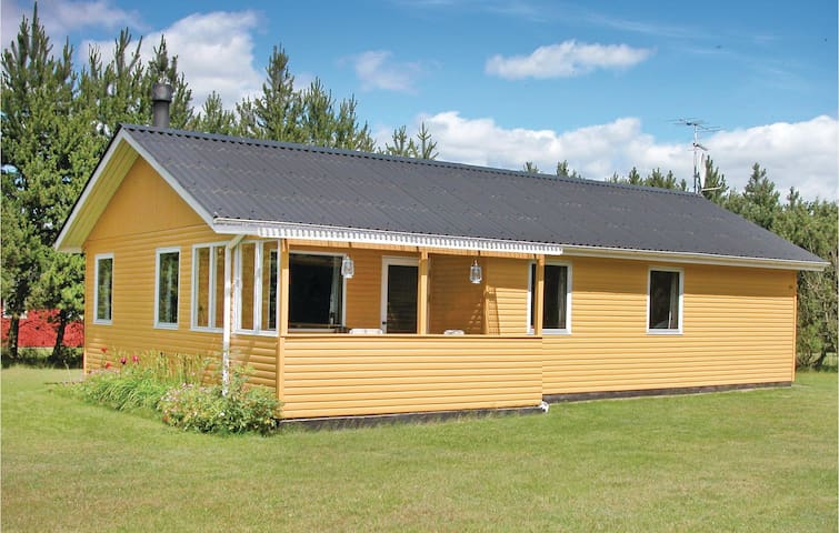 Holiday cottage with 3 bedrooms on 63 m² in Fårvang